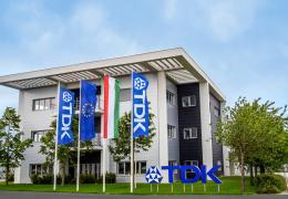 <p>A szombathelyi TDK-EPCOS telephelyén épült új kétszintes gyártócsarnok légkezelését összesen 9 db AeroMaster Cir</p>