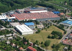 <p>Společnost Magna v Liberci je hlavní dodavatel plastových dílů pro automobilový průmysl.</p>