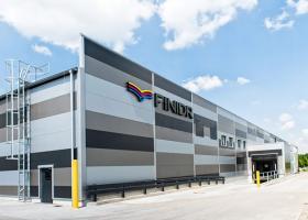 <p>Přístavba nové haly rozšiřuje plochu severomoravské tiskárny o dalších 2500 m2 a poskytuje tak důležitý a nezbyt</p>
