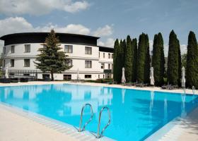 <p>Hotel by the Brno dam with a large garden with lots of possible activities and new conference halls.</p>