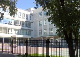 Gymnázium №2 na rohu Pěstěrevské