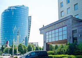 <p>A Moszkvában található Country Park 27.800 m2 alapterületével, 21 emeletével, tizenegy felvonójával, üveg homlok</p>